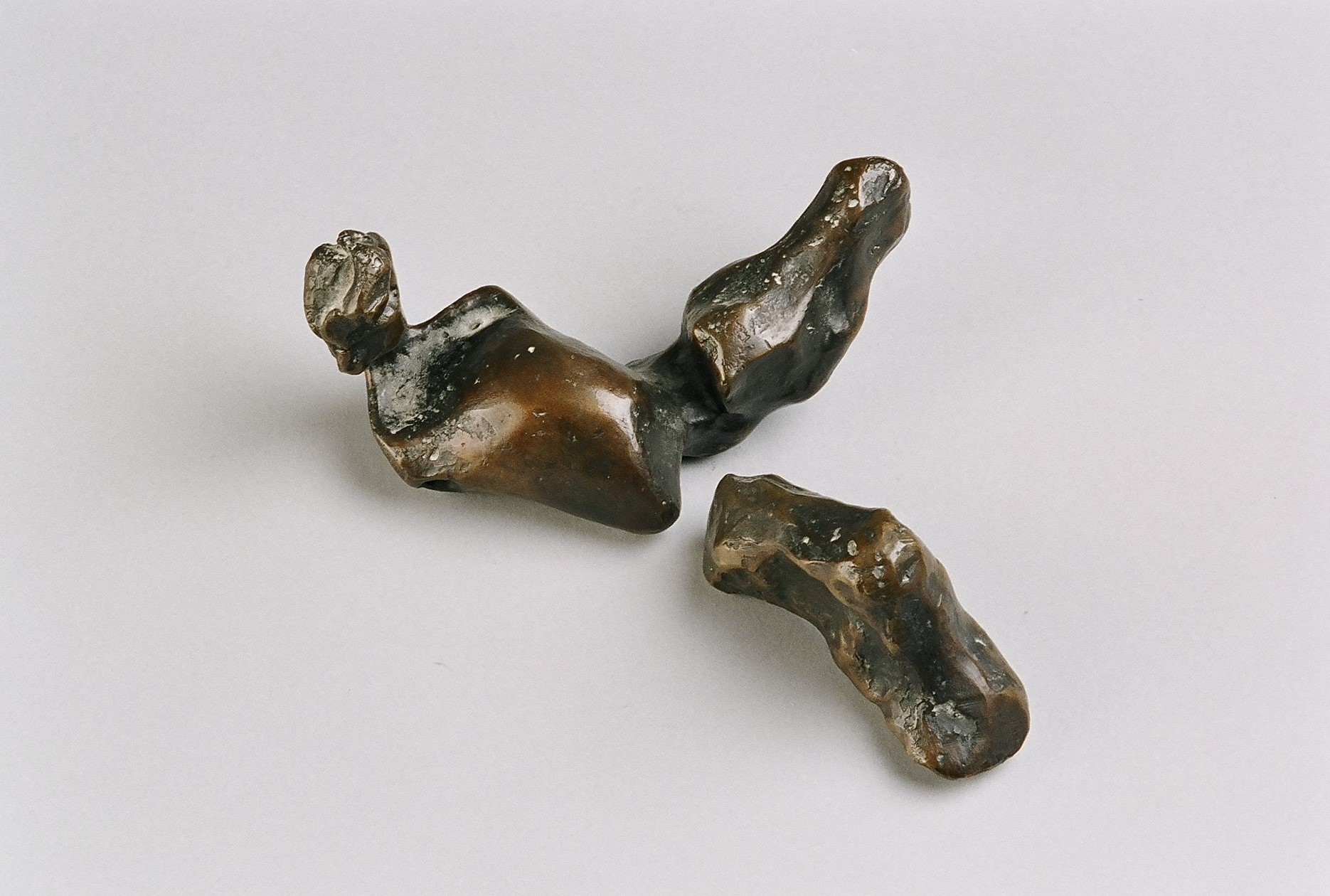 Push, push (Two-piece reclining figure) 7x17x13cm. [bronze]